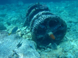 The Winch at Molasses Reef is Unmoved. New Artifacts unearthed around it!