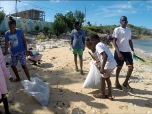 beach clean up All For Blue