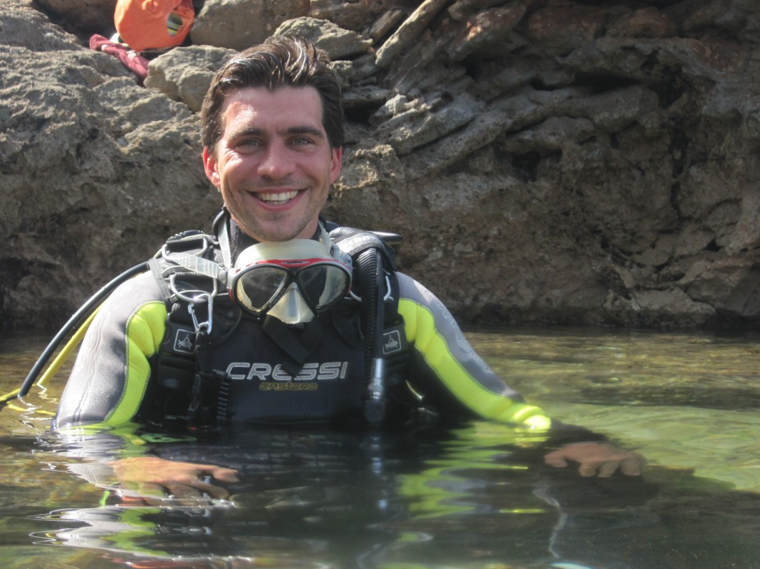 Elvis, a PADI MSDT loves diving and loves the ocean.