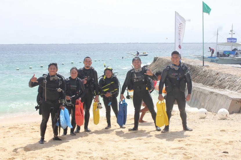 Divers ready for the cleanup and survey