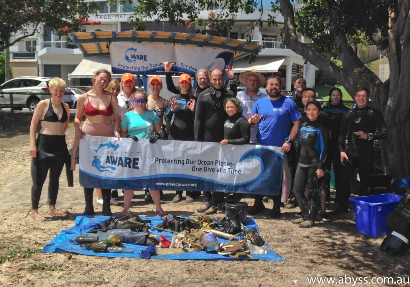 Group photo Abyss Scuba Dive Against Debris Frenchmans Bay