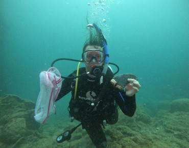 Local Divers Pick Okinawa Dive Spot Clean for Earth Day